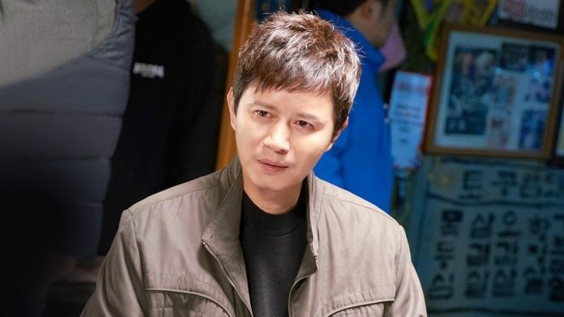 """Kim Min Jong es un vínculo misterioso entre Jo Jung Suk y Hyeri en las nuevas imágenes de """"Two Cops"""""""