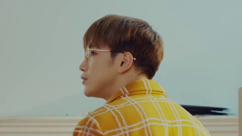 "Jun.K de 2PM canta sobre ""A Moving Day"" en el MV de su regreso en solitario"