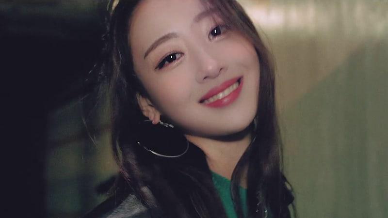 """[Actualizado] LOONA presenta a la miembro Yves a través del MV para """"new"""""""