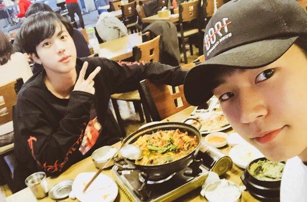 Seungjun de KNK muestra que su amistad con Jin de BTS cada día se fortalece más