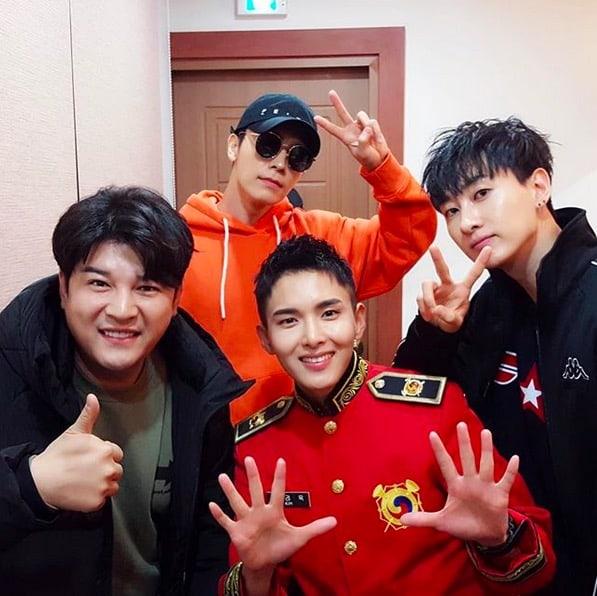 Shindong, Donghae y Eunhyuk de Super Junior muestran su apoyo por Ryeowook en concierto del ejército