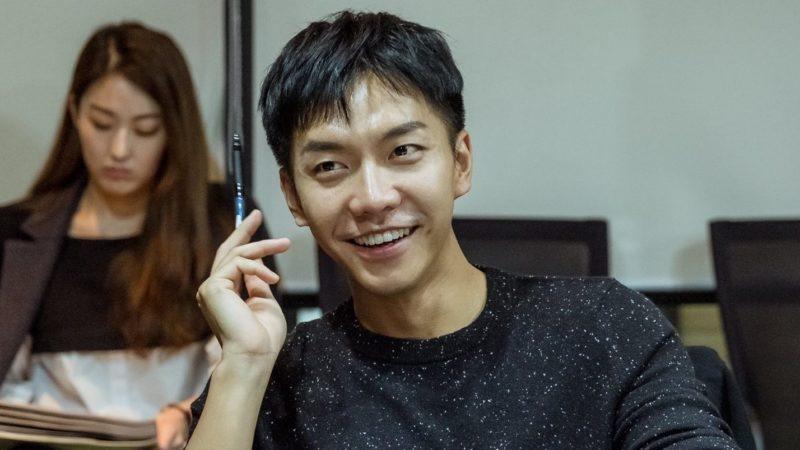 """""""Hwayugi"""" lanza fotos de Lee Seung Gi en la primera lectura de guion"""