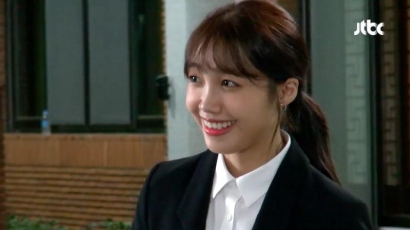 "Jung Eun Ji de Apink está adorablemente nerviosa tras las cámaras en ""Untouchable"""