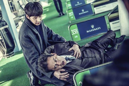 """Kim Byung Ok y Park Sung Hoon son unos fríos padre e hijo en imágenes de """"Black Knight"""""""