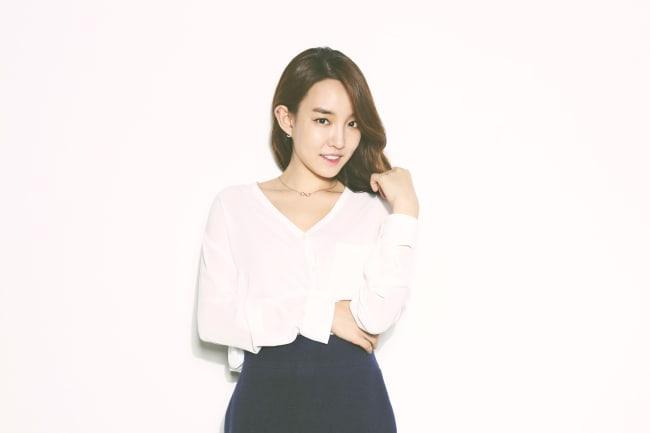 Younha anuncia la fecha de su regreso para diciembre