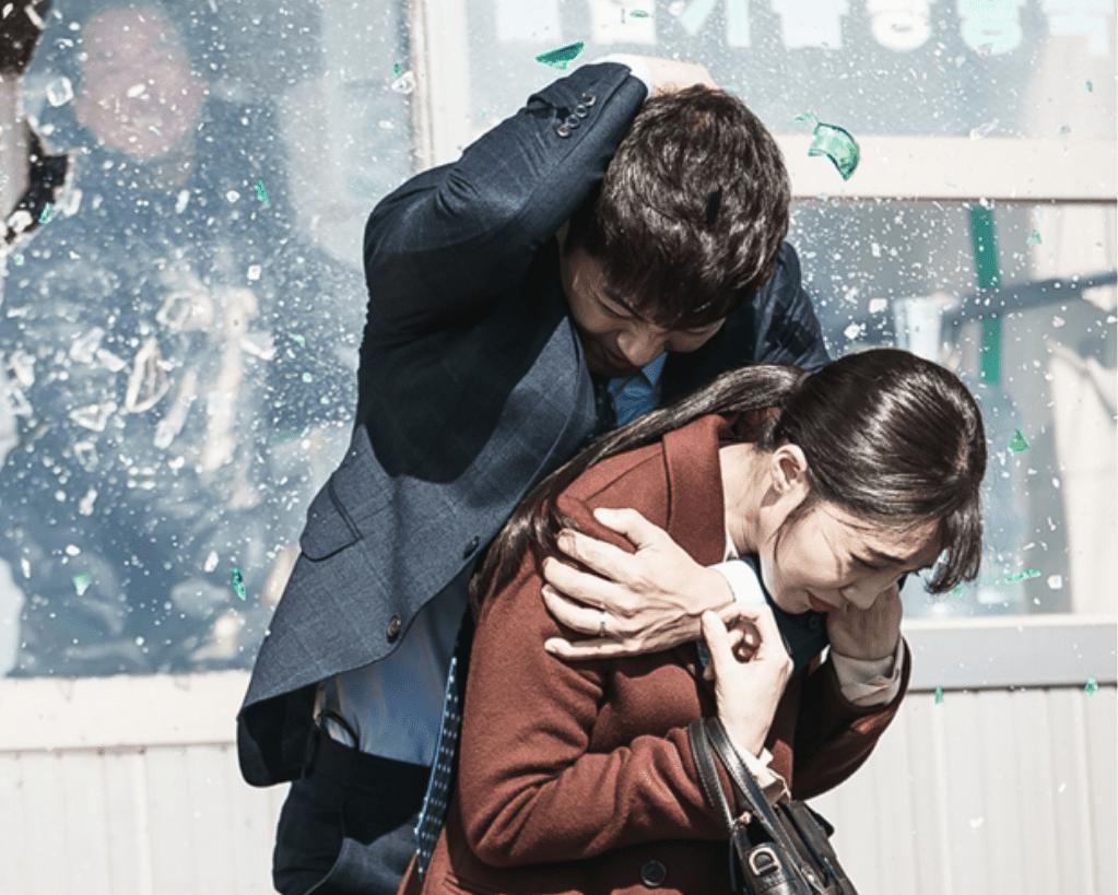 """Jin Goo protege a Jung Eun Ji con su propio cuerpo en """"Untouchable"""""""