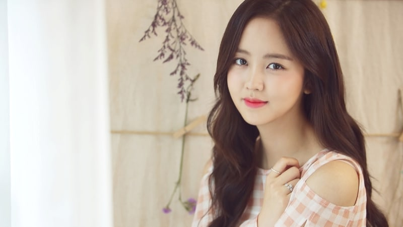 Kim So Hyun oficialmente firma con una agencia independiente bajo Loen Entertainment