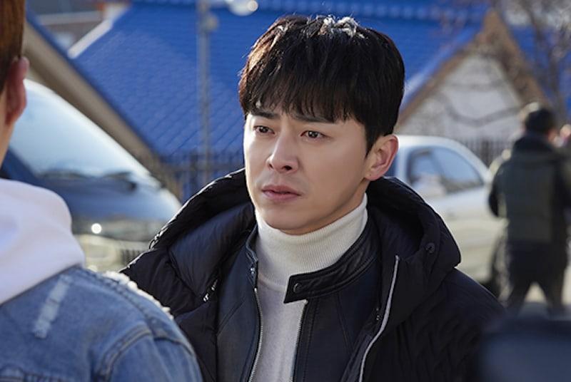 """Jo Jung Suk está a la altura de las expectativas de los espectadores en """"Two Cops"""""""