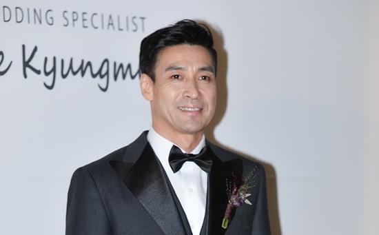 Shin Sung Woo da la bienvenida a su hijo a este mundo