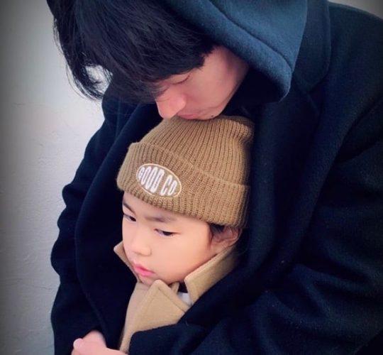 Tablo comparte la conmovedora forma en la que Haru está siempre a su lado en el escenario