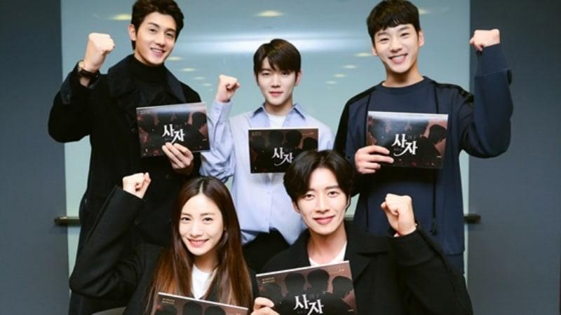 """Park Hae Jin, Nana, Ren de NU'EST y más asisten a la primera lectura de guión para """"Four Sons"""""""