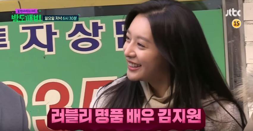"""El elenco de """"Night Goblin"""" no puede dejar de admirar la belleza de Kim Ji Won"""