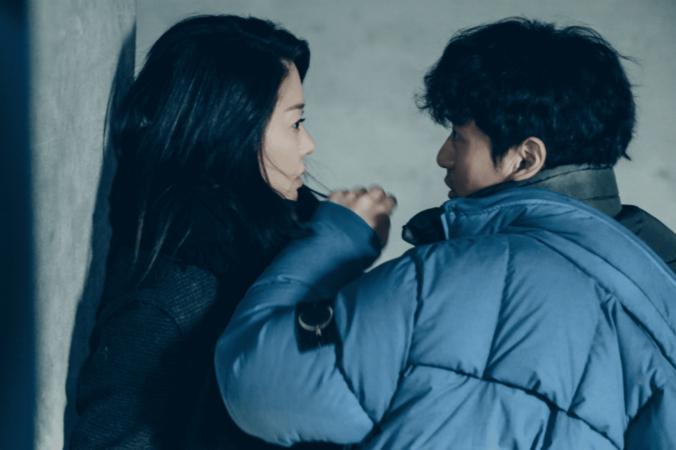 """Go Hyun Jung y Lee Jin Wook se miran de forma intimidante en tenso enfrentamiento en """"Return"""""""