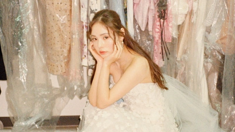 Min Hyo Rin comparte hermosas fotos de ella en su vestido de novia