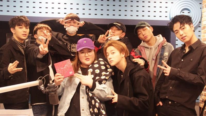 Los integrantes de iKON hablan sobre los conceptos de sus cuentas de Instagram y más