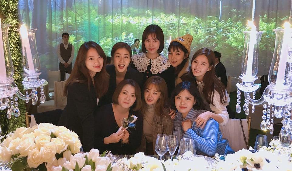"""El reparto de """"Sunny"""" se reúne en la boda de Min Hyo Rin y Taeyang"""