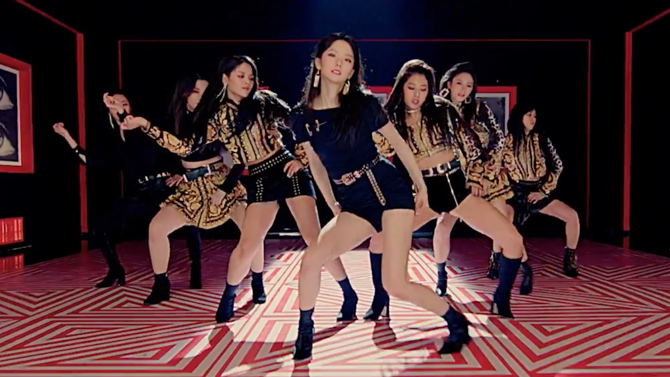 "CLC se pone su ""Black Dress"" en un cautivador MV de regreso"