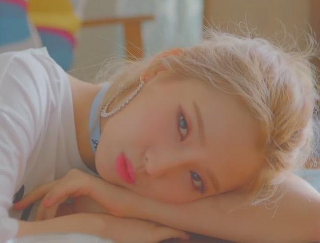 "[Actualizado] Jeon Soyeon tiene un día relajado en MV teaser para ""Idle Song"""