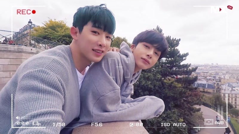 "Wonho y Hyungwon de MONSTA X caminan alrededor de París en MV especial para ""From Zero"""