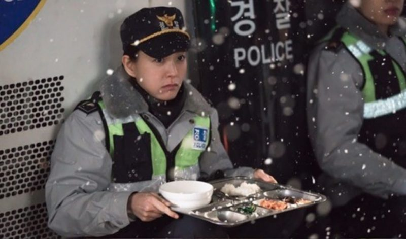 """Jung Yoo Mi y Lee Kwang Soo muestran el lado poco glamoroso de un policía en """"Live"""""""
