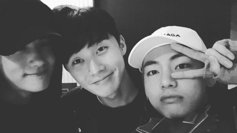 Park Hyung Sik se refiere a V de BTS como el pegamento en su amistad con Park Seo Joon
