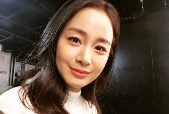 Kim Tae Hee da una primera actualización desde que dio a luz