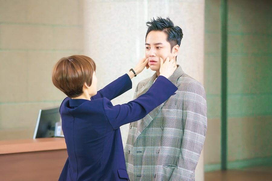 """Jang Geun Suk habla sobre la vez que pensó que su co-estrella de """"Switch"""", Han Ye Ri, podría estar enamorada de él"""