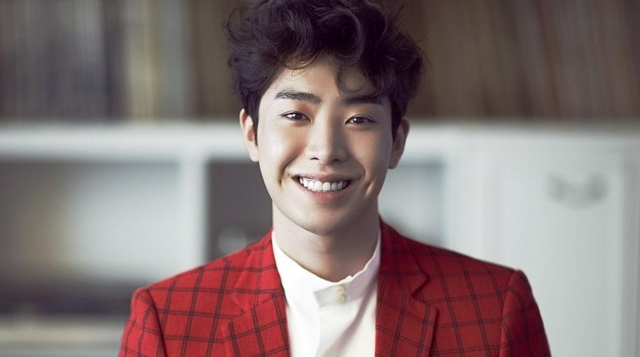 Se revela que el actor Park Min Woo se está recuperando de una cirugía tras un accidente de moto
