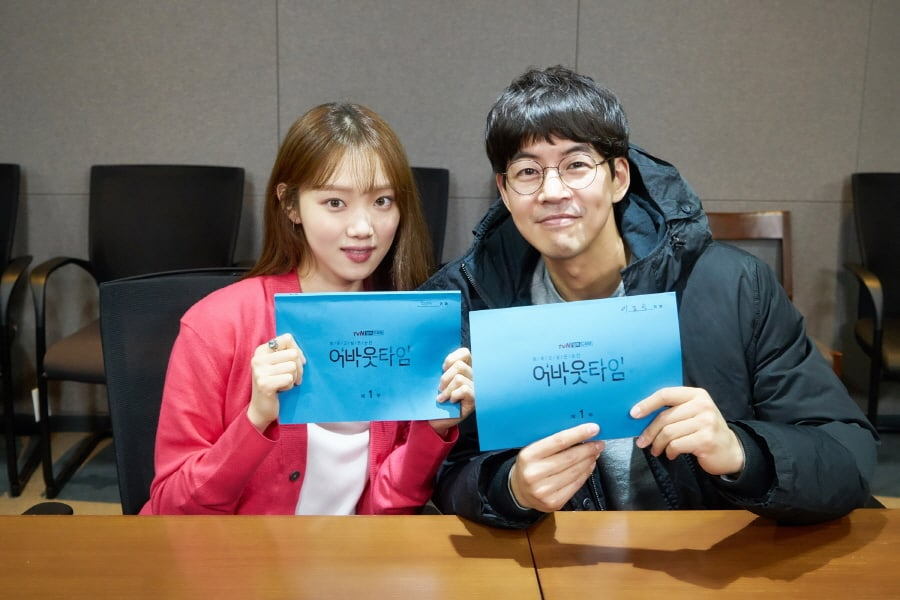 "Lee Sung Kyung y Lee Sang Yoon se centran en la lectura de guion de ""About Time"""