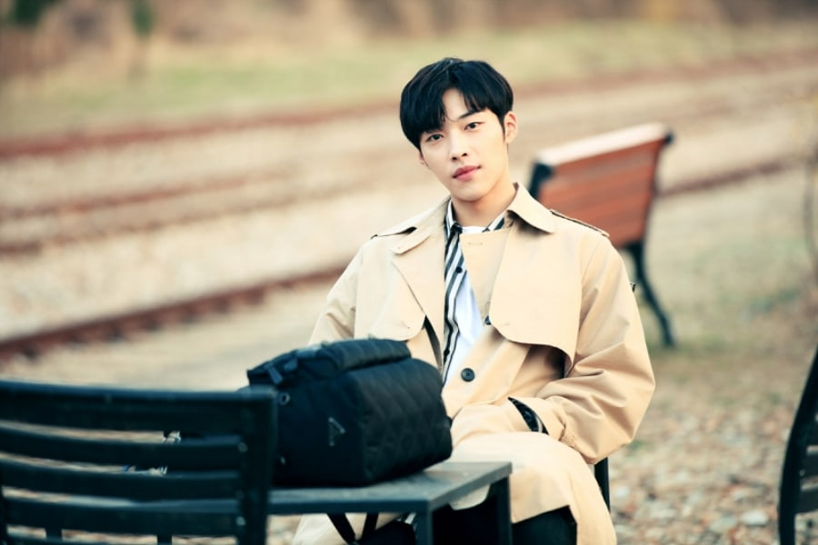"Woo Do Hwan brilla en fotos detrás de cámaras para ""Tempted"""