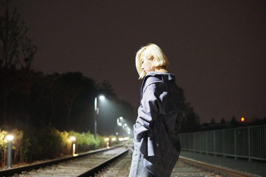 """[Actualizado] Wheein de MAMAMOO anuncia el lanzamiento de una nueva versión de la canción """"Easy"""""""