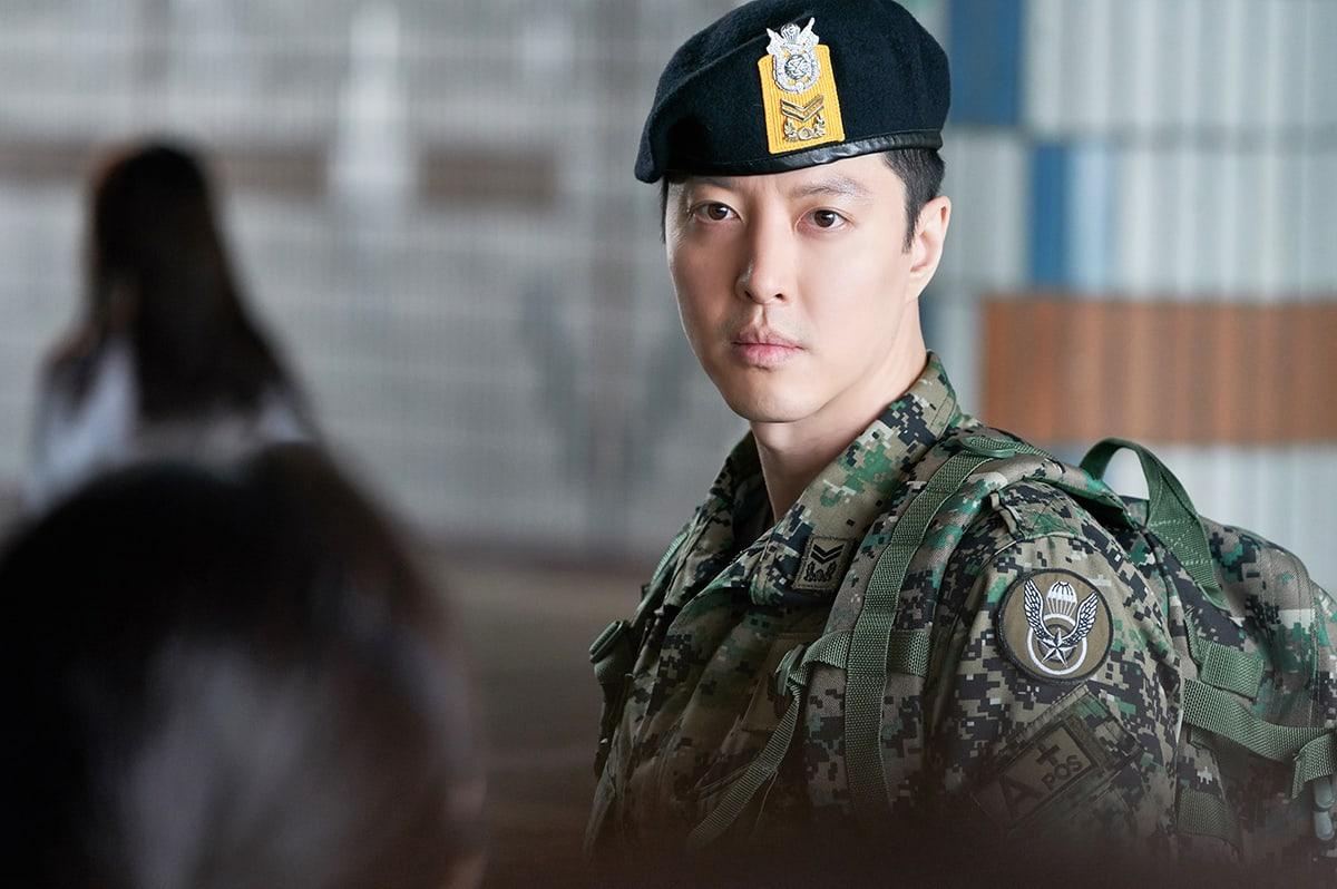 """Lee Dong Gun se transforma en un duro soldado para """"Sketch"""""""