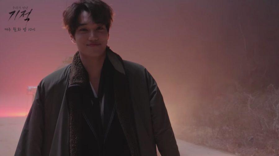 """""""The Miracle We Met"""" comparte nuevo vídeo detrás de cámaras de Kai de EXO usando sus poderes para el bien"""
