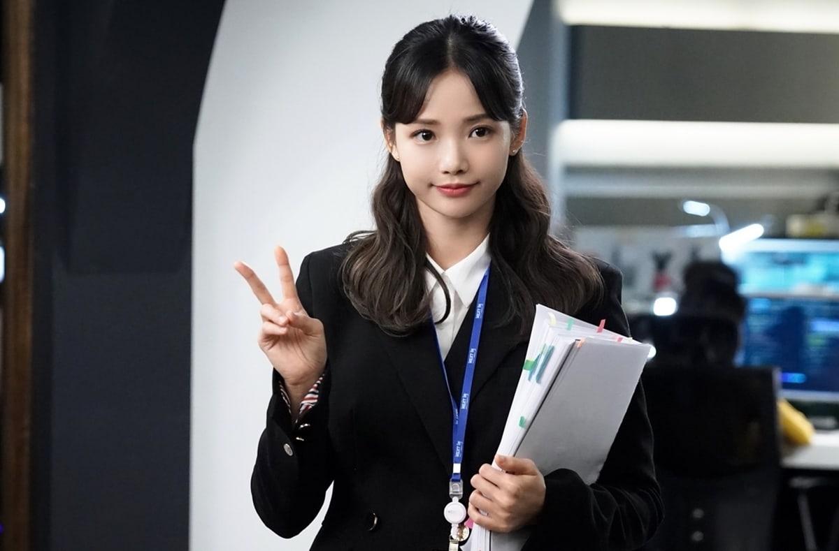 """Ha Yeon Soo ilumina el set de """"Rich Man, Poor Woman"""" con su brillante energía en nuevas imágenes"""