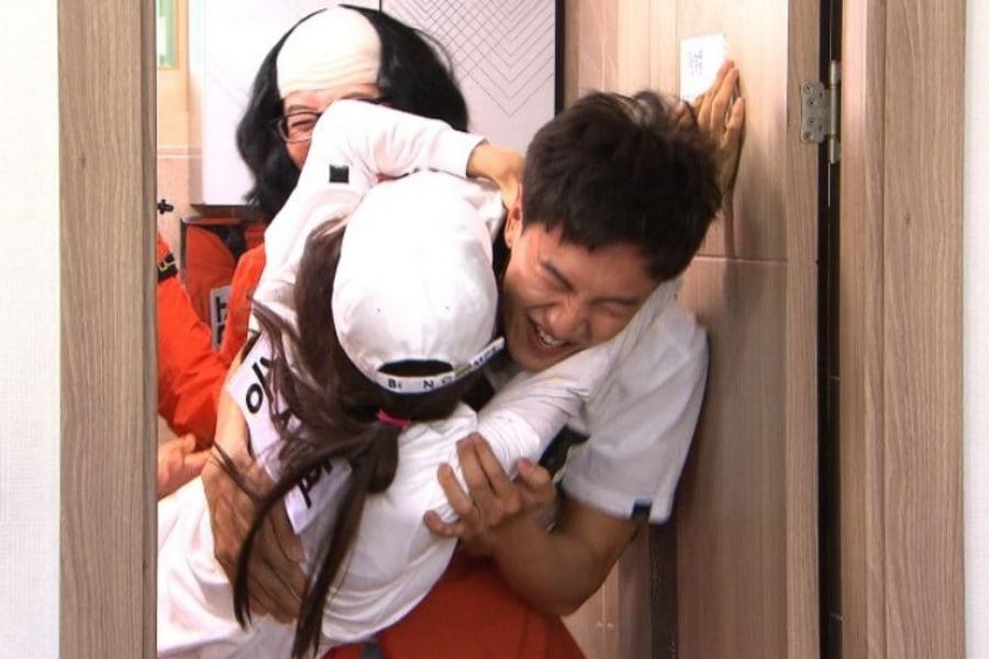 """Lee Kwang Soo y Song Ji Hyo llegan a las manos en una divertida batalla en """"Running Man"""""""