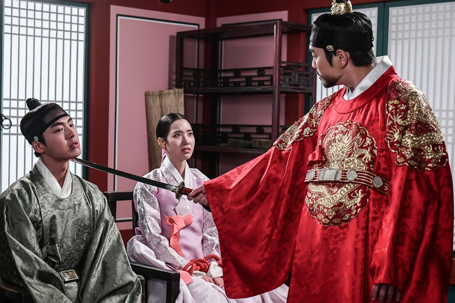 "Joo Sang Wook interroga a Jin Se Yeon y Jae Ho en ""Grand Prince"""