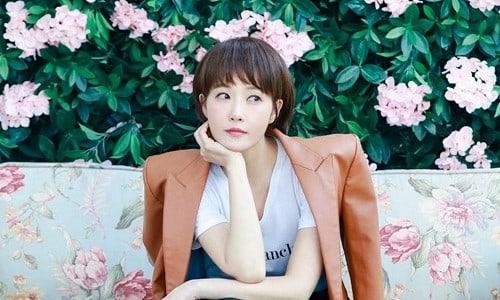 """Kim Sun Ah habla sobre sus co-estrellas, lo que """"Should We Kiss First?"""" significa para ella y su metas en la actuación"""