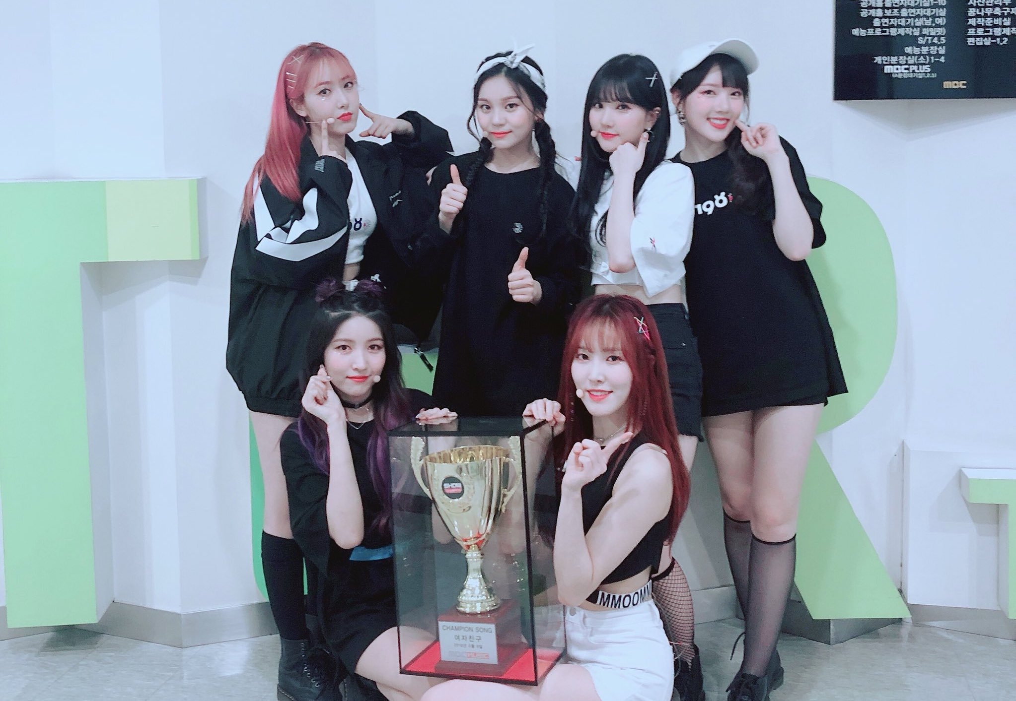 "GFRIEND toma segunda victoria para ""Time For The Moon Night"" en ""Show Champion"" – Presentaciones de PENTAGON y más"