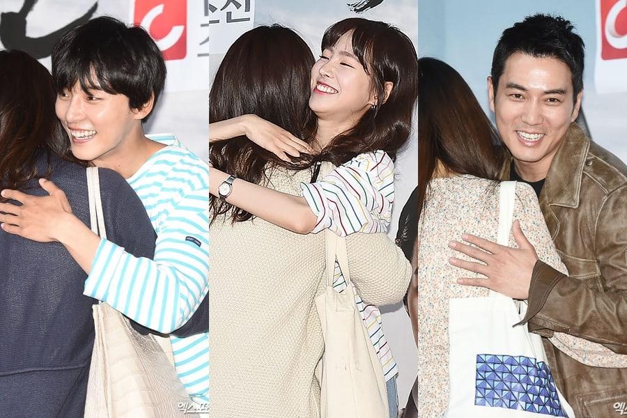 """Yoon Shi Yoon, Jin Se Yeon y Joo Sang Wook cumplen su promesa de dar abrazos gratis por """"Grand Prince"""""""