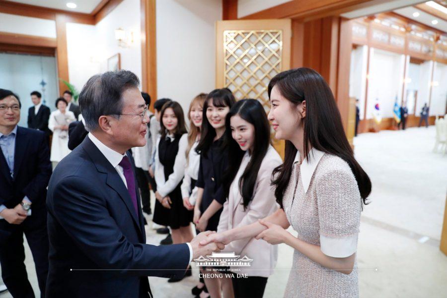 Seohyun de Girls' Generation, Red Velvet y otros más se reúnen con el presidente Moon Jae In en almuerzo después de sus actuaciones en Corea del Norte