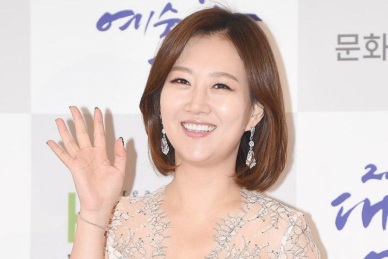 La cantante Jang Yoon Jung anuncia su embarazo