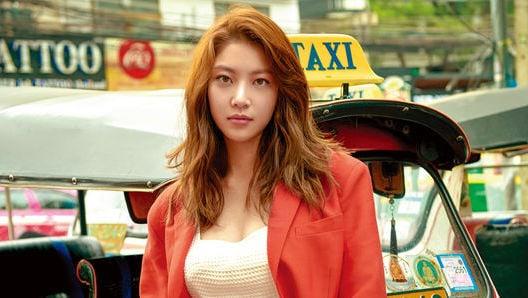 Gong Seung Yeon comparte quién es su modelo a seguir y sus teorías sobre la felicidad