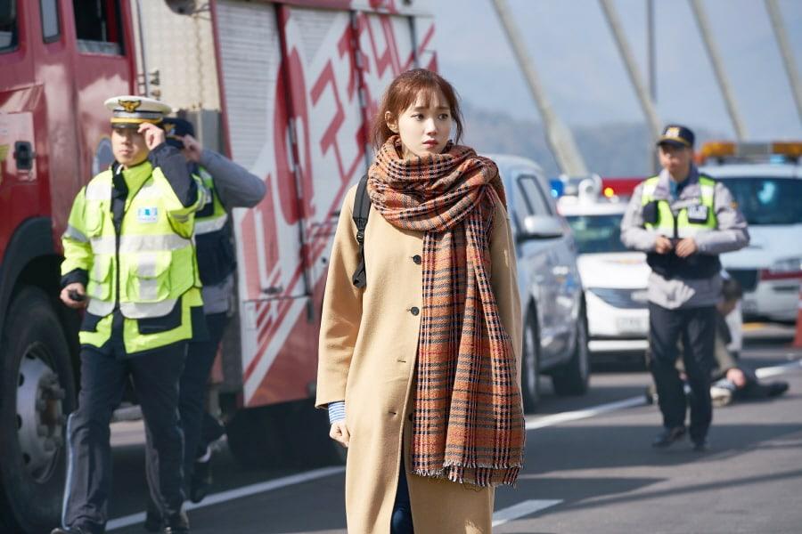 """Lee Sung Kyung muestra el lado más devastador de sus misteriosos poderes en """"About Time"""""""