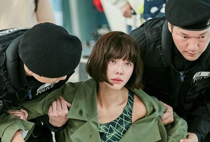 """Hwang Jung Eum causa un espectáculo en el aeropuerto para """"The Undateables"""""""
