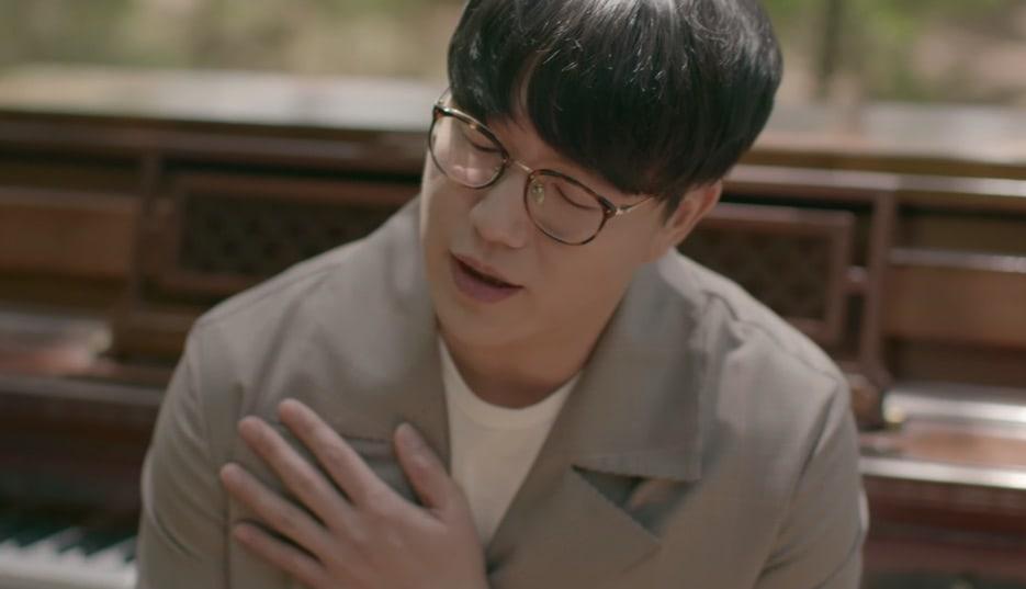 """Sung Si Kyung reflexiona sobre el significado del amor en el vídeo musical de """"Eternally"""""""