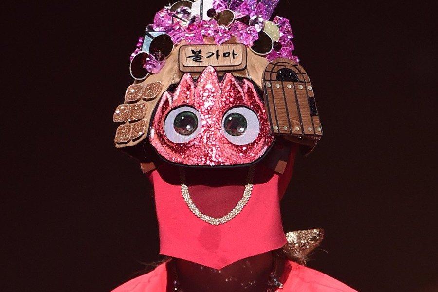 "Anterior concursante de programa musical de supervivencia encanta con su voz en ""King Of Masked Singer"""