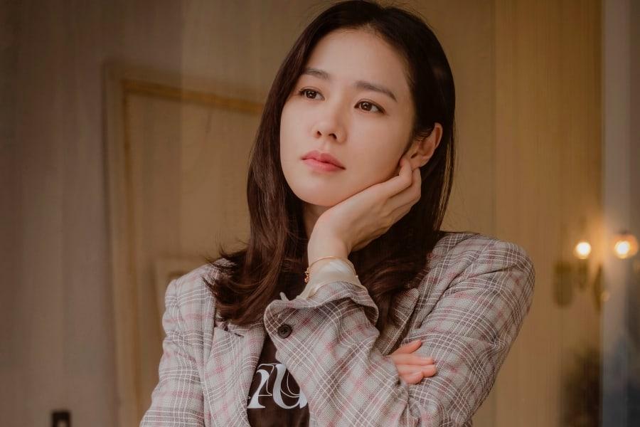 """Son Ye Jin comparte lo que piensa de su personaje y de una posible temporada 2 de """"Pretty Noona Who Buys Me Food"""""""
