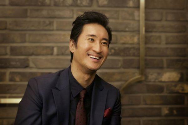 Shin Hyun Joon elogiado por ayudar en la escena de un accidente automovilístico