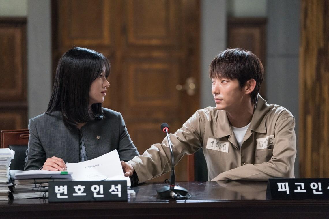 """Seo Ye Ji defiende a Lee Joon Gi en """"Lawless Lawyer"""""""