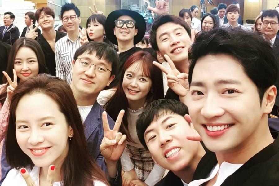 """El elenco de """"Running Man"""" y Lee Sang Yeob asisten a la boda de uno de los PD del programa"""